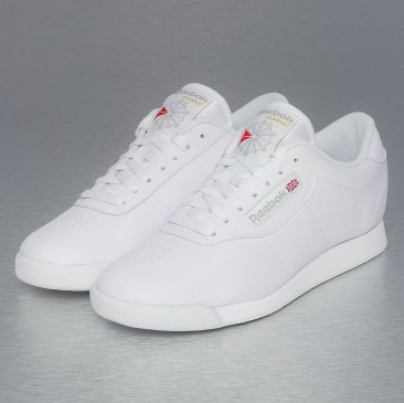 Crush: White Sneakers